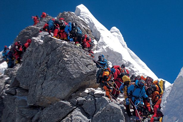 Horolezci na Evereste čakajú viac ako 2 hodiny v rade na vrchol ... 17f88baa49b
