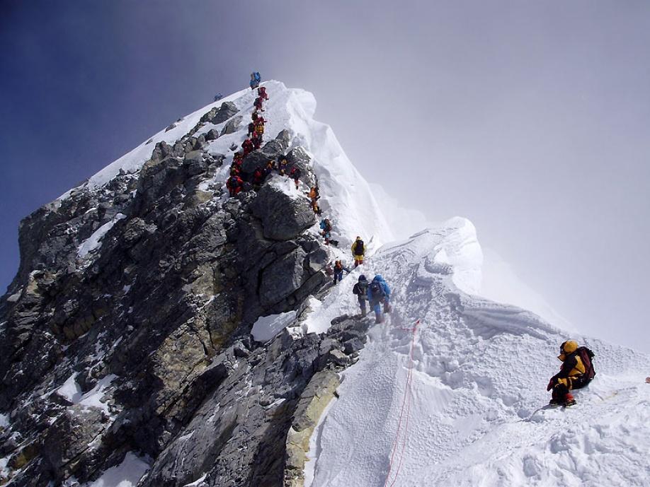 Pod vrcholom Mount Everestu chcú nainštalovať rebrík  78f8ef67074
